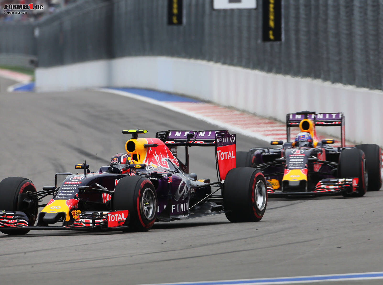 red bull entspanntes saisonfinale in abu dhabi. Black Bedroom Furniture Sets. Home Design Ideas