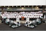 Michael Schumacher (Mercedes), Ross Brawn (Mercedes-Teamchef) und Nico Rosberg (Mercedes)