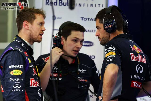 Sebastian Vettel hat wieder Redebedarf: Auch am ersten Testtag in Bahrain läuft der RB10 nicht rund. Erneut schafft der Weltmeister nur wenige Runden (14) und muss sich am Ende mit Platz fünf begnügen