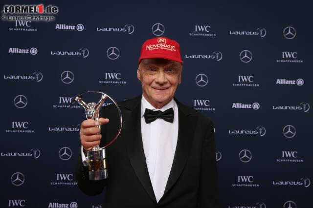 """Niki Lauda ohne sein """"Kapperl""""? Unvorstellbar! So hat sich die Kappe im Laufe der Jahre entwickelt ..."""