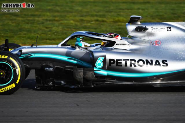 Lewis Hamilton absolvierte am Mittwoch in Silverstone 16 Runden im F1 W10. Jetzt durch die ersten Track-Fotos des neuen Silberpfeils klicken!