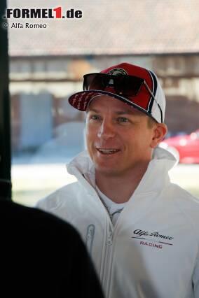 Kimi Räikkönen wirkt gut gelaunt: Er zeigt in Balocco seinen neuen Look für 2019 - und seinen neuen Dienstwagen. Jetzt durch die Fotos klicken!