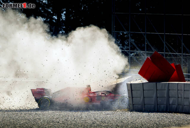 Das Wrack des Autos von Sebastian Vettel ließ Ferrari am Mittwoch einiges an Detektivarbeit verrichten ...