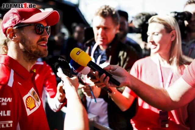 Auch vor den TV-Mikrofonen hatte Vettel stets ein Lächeln im Gesicht.