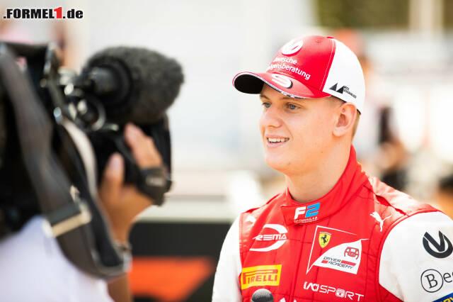 Mick Schumacher wartet gespannt auf sein Debüt in der Formel 2. Jetzt durch seine besten Bilder vom Medientag klicken!