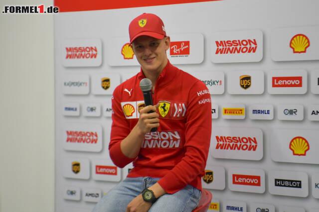 Ein breites Grinsen: Mick Schumacher strahlt nach seinem ersten Formel-1-Test. Die besten Fotos von Micks erstem Testtag jetzt zum Durchklicken!
