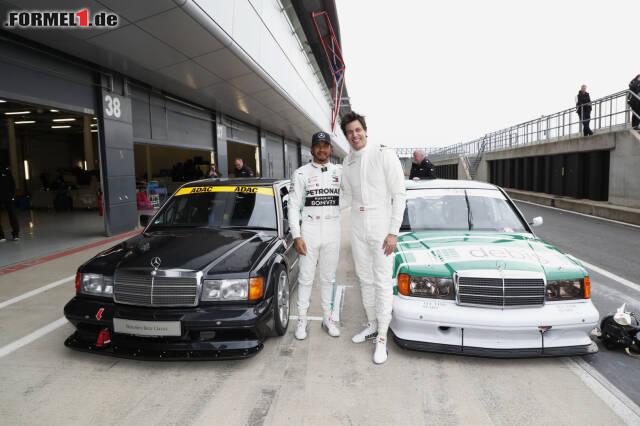 Lewis Hamilton maß sich beim Festival zu 125 Jahren Mercedes im Motorsport mit Toto Wolff in einem Mercedes 190 E Evo II von 1992