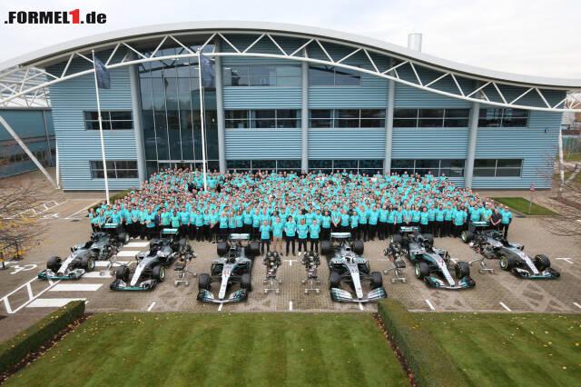 Mercedes feierte mit allen WM-Autos des Teams seit der Formel-1-Saison 2014