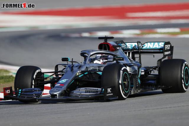 Lewis Hamilton sicherte sich die Bestzeit am Donnerstagmorgen in Barcelona. Jetzt durch alle Fotos der neuen Autos klicken!