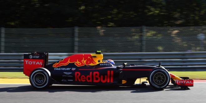 Red Bull fordert Mercedes