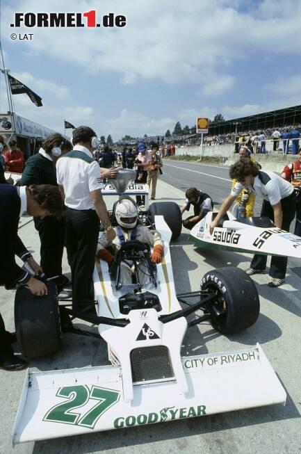 ...Williams. 1976 hatte der Absolvent eines Messtechnikstudiums bei March angeheuert und wurde an der Fräsmaschine eingesetzt. Zwei Jahre später wechselte er zu Williams und stieg zum Aerodynamiker im Windkanal auf. Und auch bei den Rennen half er aus - hätten Sie den Mann mit dem Wuschelkopf, der die Karosserie hält, erkannt?