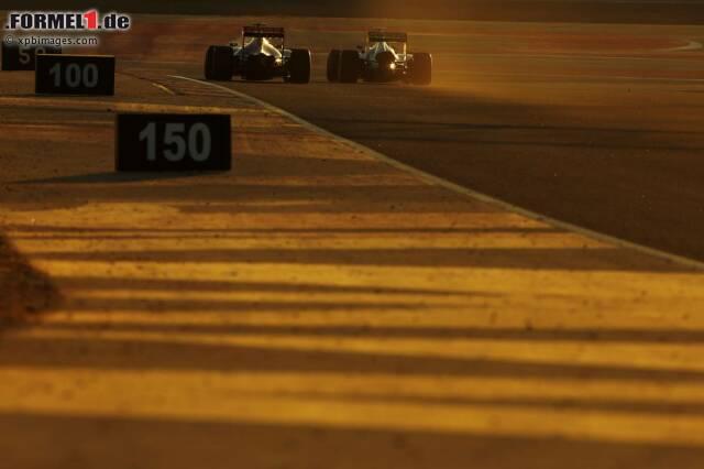 """""""Die Strecke in Bahrain ist eine echte Herausforderung, ganz besonders mit Blick auf die Überhitzung der Reifen"""", sagt Sepang-Sieger Lewis Hamilton vor dem Grand Prix in Manama. """"Oft wird Sand auf die Strecke geweht, was zu den besonderen Merkmalen dieses Kurses zählt und eine zusätzliche Herausforderung darstellt. Eine sandige Strecke hat weniger Grip als eine saubere und hier muss man selbst zwischen den Qualifying-Anschnitten mit Veränderungen rechnen."""""""