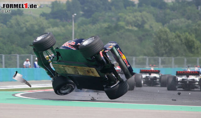 Christian Klien (2004-2010): Mit Unterstützung von Red Bull debütiert der Österreicher 2004 bei Jaguar in der Formel 1. Nach der Übernahme des Rennstalls durch den Engergy-Drink-Hersteller fährt Klien auch 2005 und 2006 bei den meisten Grands Prix für das nun Red-Bull-Racing genannte Team an der Seite von David Coulthard. Ende 2006 scheidet Klien nach Streitigkeiten über einen Wechsel in die ChampCar-Serie aus dem Red-Bull-Kader aus. Später ist der Österreicher Testfahrer für Honda und BMW-Sauber und fährt 2010 drei Rennen für HRT.