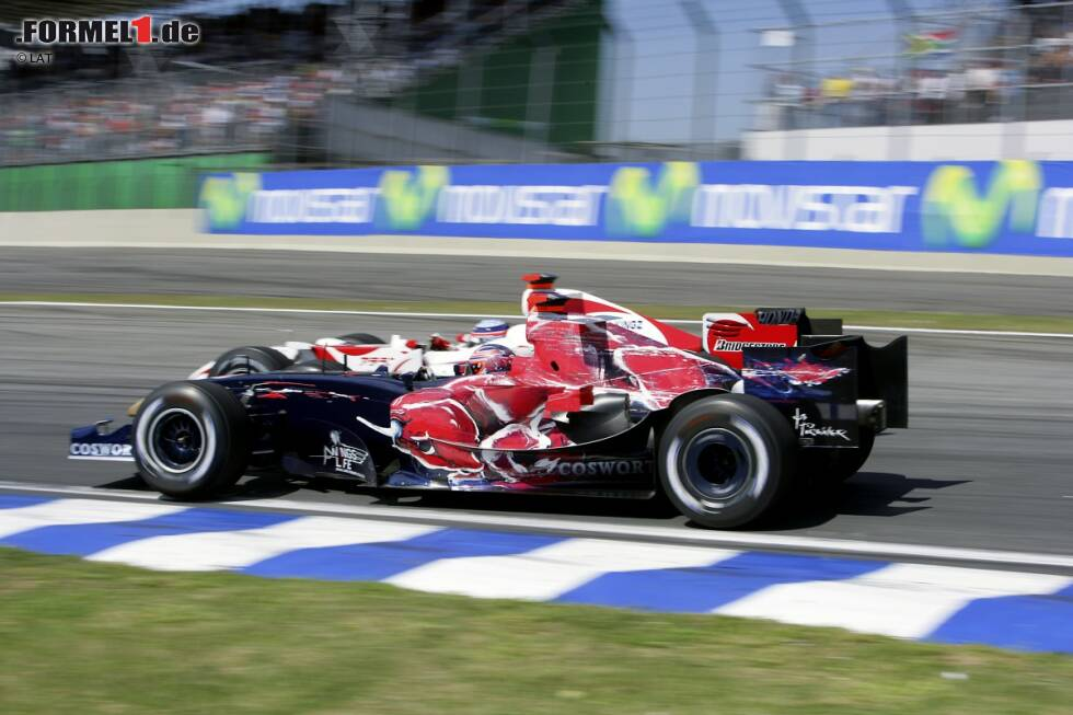 Vitantonio Liuzzi (2005-2011): Bereits in Red-Bull-Farben wird Liuzzi 2004 in überlegener Manier letzter Meister der internationalen Formel 3000. In der Saison 2005 sitzt er bei vier Rennen anstelle von Christian Klien im zweiten Red-Bull-Cockpit, 2006 und 2007 geht er für Toro Rosso an den Start, erwirbt sich dort aber den Ruf eines schlampigen Talents. Auch bei Force India kann sich der Italiener 2009 und 2010 nicht durchsetzen.