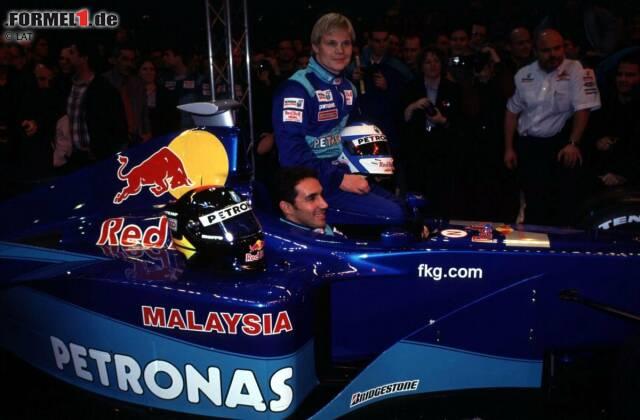 2000: Die insgesamt achte Formel-1-Präsentation von Sauber und die erste im neuen Jahrtausend - Mika Salo und Pedro Diniz mit dem C19. Der Finne schafft viermal den Sprung in die Punkteränge, der Brasilianer kein einziges Mal.
