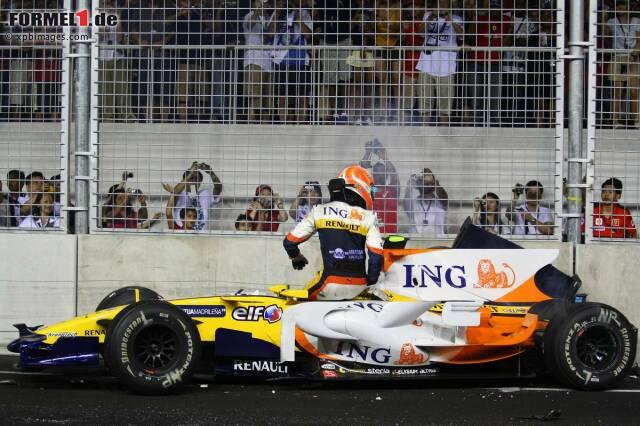 """Große Premiere in Singapur, und der erste große Skandal: Nelson Piquet jun. crasht 2008 drei Runden nach dem ungewöhnlich frühen Boxenstopp seines Renault-Teamkollegen Fernando Alonso, der dadurch in Führung gespült wird. Die vorher geplante """"Crashgate""""-Affäre wird erst ein Jahr später bekannt, weil Piquet, von Renault frisch entlassen, bei der FIA petzt."""