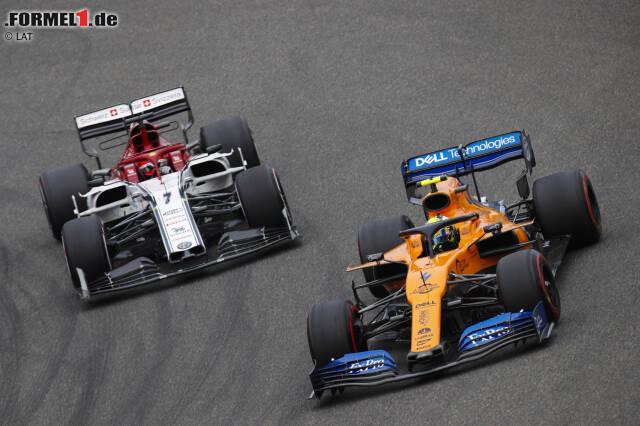 """#15 Beim Grand Prix von China 2019 bringt Rookie Lando Norris den Finnen auf die Palme. Der McLaren rundet sich zurück, was Kimi überhaupt nicht gefällt. """"Der verdammte McLaren will Rennen fahren"""", tobt der Routinier am Teamfunk. Am Tag nach dem Rennen taucht dann auch noch ein Video auf: Räikkönen sichtlich angetrunken beim Verlassen des Hotels ..."""