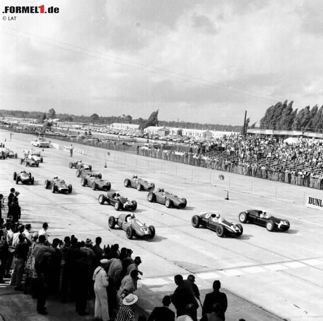 1959, als das Indy 500 zum vorletzten Mal zur Formel-1-WM zählt, betritt man parallel erstmals neuen US-Boden: Auf dem Flugplatzkurs in Sebring im Bundesstaat Florida wird am 12. Oktober der erste Grand Prix der USA ausgetragen. Das Rennen ist das Saisonfinale 1959. Sieger: Der Neuseeländer Bruce McLaren, der mit seinem Cooper mit der Startnummer 9 von Startplatz zehn ins Rennen ging.