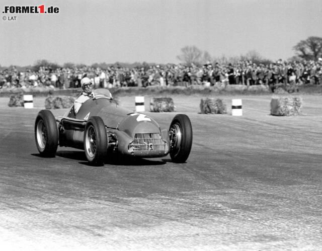 """1950: Im Kampf der drei italienischen Werke Alfa Romeo, Maserati und Ferrari setzt sich die Marke aus Mailand klar durch. Giuseppe """"Nino"""" Farina krönt sich zum ersten Automobil-Weltmeister der Geschichte und setzt sich insbesondere gegen Juan Manuel Fangio durch.  Siege: 6"""