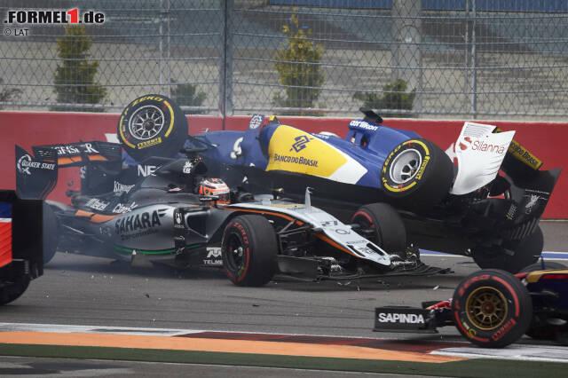 2015 gab es in der Formel 1 nicht nur heftige Gefechte auf der Strecke und hinter den Kulissen, sondern auch spektakuläre Unfälle. Unsere Top 10 im Countdown: