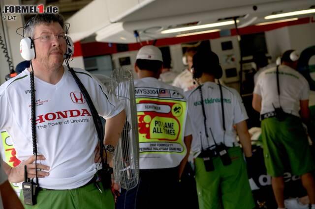 #10: Ross Brawn (2008/2009). Ross Brawn hat sich in der Formel 1 in den Neunzigerjahren und den frühen 2000ern den Ruf eines Superhirns erarbeitet. Doch 2006 ist Schluss mit Motorsport und der Brite zieht ein beschauliches Leben als Hobbygärtner vor, bei dem er sich seinem großer Leidenschaft, dem Fliegenfischen, widmen kann. Bis das Telefon klingelt und ein Anruf aus Japan alles ändert: Er kommt als Teamchef des Honda-Werksteam zurück, kann das Projekt aber nicht retten oder den Ausstieg der Japaner verhindern. Doch es stehen zwei Autos in den Hallen des Hauptsitzes in Brackley, von denen Brawn glaubt, dass sie Wunderwaffen sind...