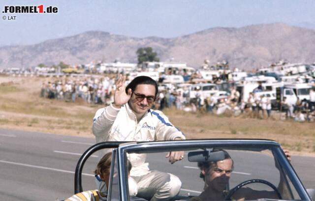 Die Geschichte des Grand Prix von Mexiko ist untrennbar mit der heute unter dem Namen Autodromo Hermanos Rodriguez bekannten Rennstrecke verbunden. Am Anfang jedoch steht eine Tragödie. Am 1. November 1962, kurz nach Eröffnung der Strecke, lässt Ricardo Rodriguez bei einem Unfall in der gefürchteten Peraltada-Kurve sein Leben. Der 20-jährige Mexikaner saß in einem Lotus 24 aus der Formel 1, das Rennwochenende zählte aber nicht zur Formel-1-Weltmeisterschaft. Unfallursache war ein Bruch der Hinterradaufhängung. Die Trauer in Mexiko ist groß und wird noch größer, als neun Jahre später, am 11. Juli 1971, auch Ricardo Rodriguez' älterer Bruder Pedro Rodriguez (Foto) tödlich verunglückt. Nach zwei Siegen in der Formel 1 wird ihm beim Rennen der Interserie der Norisring in Nürnberg zum Verhängnis. Als Ehrerweisung an die beiden verunglückten Nationalhelden erhält die Grand-Prix-Piste in Mexiko-Stadt den Namen Autodromo Hermanos Rodriguez.