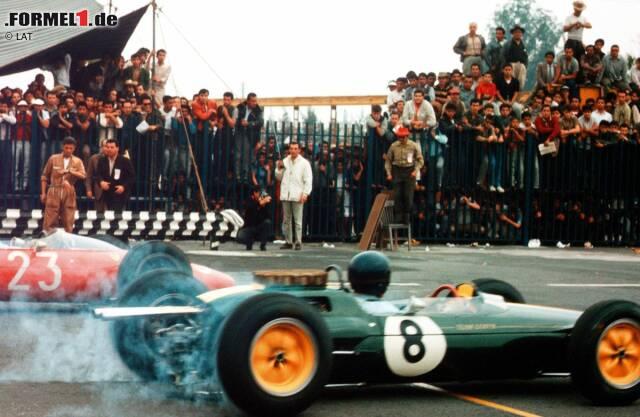 1963 gehört der Grand Prix von Mexiko erstmals zum Rennkalender der Formel-1-Weltmeisterschaft. Die exakt fünf Kilometer lange Strecke mit ihren 14 Kurven ist durchaus selektiv. Im Qualifying holt sich Jim Clark (Lotus) mit 1,7 Sekunden Vorsprung auf die Konkurrenz die Pole-Position. Im Rennen führt kein Weg am Schotten vorbei. Auf dem Weg zum Sieg dreht Clark die schnellste Rennrunde, die nochmals 0,7 Sekunden schneller ist als seine eigene Pole-Zeit. Mit großem Rückstand auf den Lotus-Piloten belegen Jack Brabham (Brabham) und Richie Ginther (BRM) die Plätze zwei und drei.