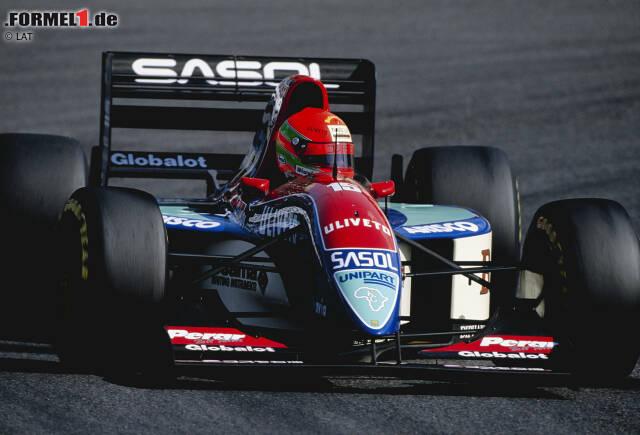 Platz 10: Eddie Irvine - Der Ire geht 1993 für Jordan erstmals in der Formel 1 an den Start. Drei Jahre fährt er für das kleine Team und holt dort 1995 auch sein erstes Podium in der Königsklasse. Ein siegfähiges Auto bekommt Irvine allerdings erst ein Jahr später, als er zu Ferrari wechselt. Sein Problem: Dort ist er hinter Michael Schumacher nur die klare Nummer zwei. In seinen ersten drei Jahren bei der Scuderia holt er 14 Podestplätze, aber keinen Sieg.
