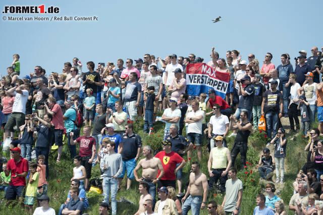 """Bei dem sogenannten """"Familie Race Dagen"""" - der holländischen Version eines Tags der offenen Motorsport-Tür - lässt sich der Teenager über zwei Tage von 100.000 Menschen feiern. An einem sonnigen Wochenende an der Nordseeküste sind die Zuschauerränge damit voll besetzt."""