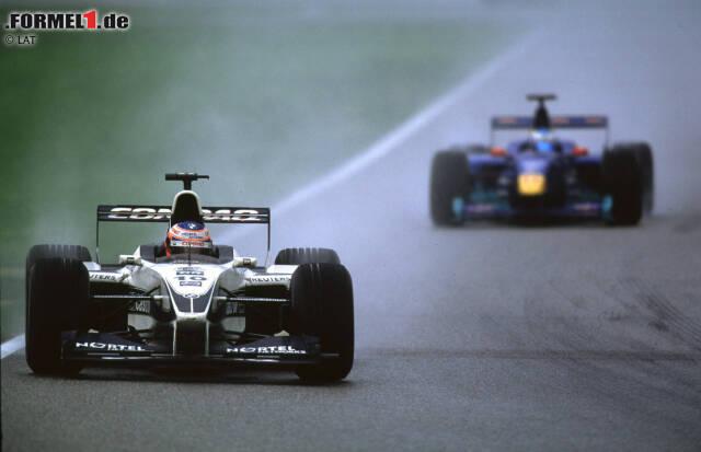 #12: Deutschland 2000. Bis ein Verrückter die Strecke in Hockenheim überquerte, schien es nicht Buttons Tag zu werden. Doch als ihn Williams bei einsetzendem Regen zum optimalen Zeitpunkt an die Box holte, witterte er seine Chance - und ließ sich diese nicht entgehen. Platz vier war das beste Ergebnis seiner Debütsaison in der Formel 1.