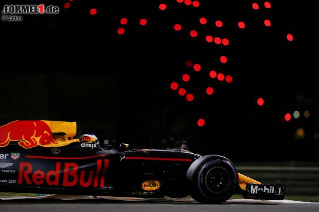"""Daniel Ricciardo wird am Freitag von Romain Grosjean aufgehalten. Team: """"Okay, Kumpel, wir haben es gesehen. Sah so aus, als stand dir Grosjean im Weg."""" Ricciardo: """"Nein, alles gut. Er stand mir nicht im Weg."""" Team: """"Ich bin mir nicht sicher, ob dein Sarkasmus richtig rüberkommt."""" Ricciardo: """"Yeah *******!"""" Team: """"Verstanden."""""""