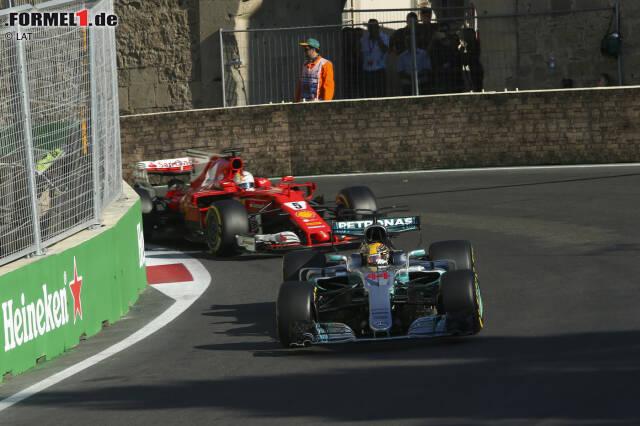"""Starten wir mit dem Aufreger in die besten Funksprüche des Jahres: Als Sebastian Vettel nach dem absichtlichen Rammstoss gegen Lewis Hamilton vom Renningenieur über die Zehn-Sekunden-Strafe wegen eines """"gefährlichen Manövers"""" informiert wird, zeigt er sich plötzlich ahnungslos: """"Wann habe ich ein gefährliches Manöver gemacht?"""" Stille ..."""
