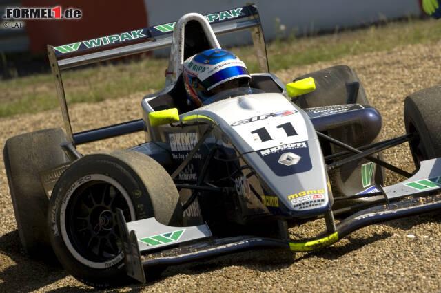 Nachdem er dem Kartsport entwachsen ist, wechselt Bottas mit 16 Jahren in den Formelsport. In diversen Serien der Formel Renault 2.0 sammelt er erste Erfahrungen - und Erfolge. 2008 wird er jeweils Meister der NEC- und Eurocup-Meisterschaft, der Titel in der UK Winter Series wird ihm zuvor verwehrt, weil er keine gültige Lizenz besitzt.
