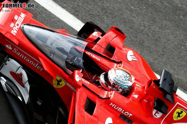 """Das Wochenende beginnt mit einer Premiere: Sebastian Vettel testet im Freitagstraining den neuen Copckpitschutz """"Shield"""" zum ersten Mal - und meckert. Die Sicht sei so verzerrt, dass einem davon schwindlig werde, sagt er. Dabei fährt er nur seine Installation-Lap mit dem gewöhnungsbedürftigen Prototypen."""