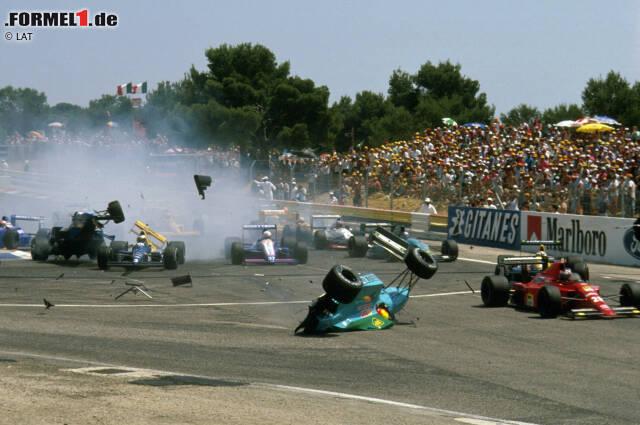 Keine Rennsituation in der Formel 1 ist brenzlicher als der Start. Immer wieder sorgen die erste Kurve, übermotivierte Fahrer und technische Defekte beim Losfahren für kleinholzträchtige Crashes. Und für Gefahr für Leib und Leben. In unserer Fotostrecke erinnern wir an die heftigsten Unfälle auf den Anfangsmetern.