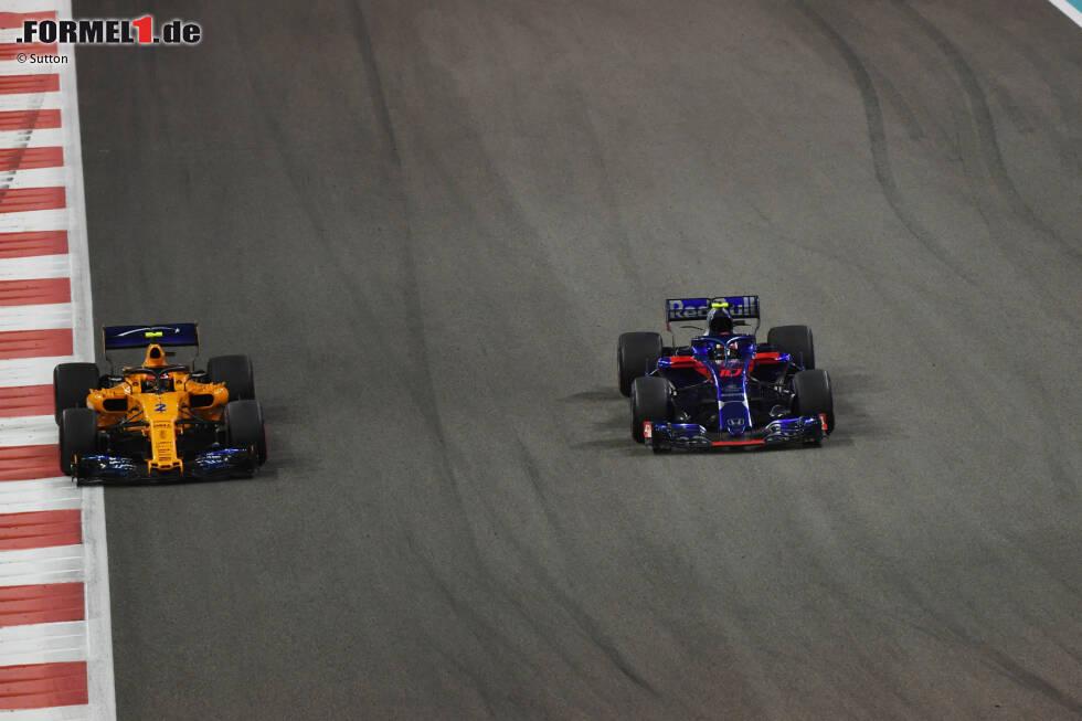Stoffel Vandoorne (4): (Ungewohntes) Sonderlob gibt's für sein Zweikampfverhalten - toll zum Beispiel der Konter gegen Grosjean. Abzüge für den Speed: 0:21 im Qualifying-Duell und 0,7 Sekunden Rückstand auf Alonso sind einfach zu viel. Und letztendlich gewinnst du in der Formel 1 eben keinen Blumentopf, wenn du zu langsam bist.