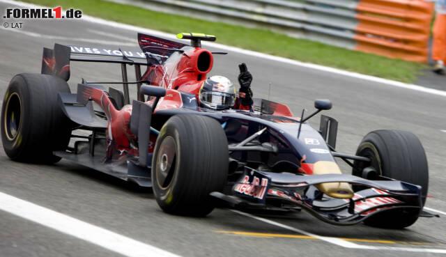 """2008: """"Julie"""" ist das erste seiner Formel-1-Autos, das Sebastian Vettel """"tauft"""". Er gewinnt mit dem Toro-Rosso-Ferrari STR3 sensationell den Grand Prix von Italien in Monza, eine denkwürdige Regenschlacht. Acht Jahre lang (bis Max Verstappen) bleibt Vettel (damals 21) jüngster Grand-Prix-Sieger aller Zeiten."""