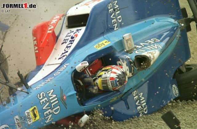 Montreal 1998: Alexander Wurz fliegt mit seinem Benetton durch die kanadische Luft und überschlägt sich mehrfach ...