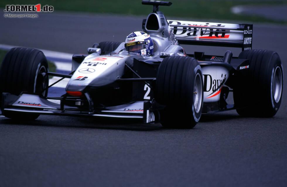 """""""West McLaren Mercedes"""" versteckt den Titelsponsor unter anderem beim Großbritannien-Grand-Prix 2000 hinter den Vornamen ihrer Stammpilot Coulthard und Häkkinen"""