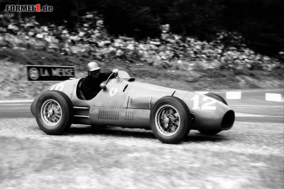 Ferrari ist 1952 das erste Team, das fünf Doppelsiege in Serie in der Formel 1 feiern kann. Die Scuderia, die damals drei Autos einsetzt, triumphiert mit dem späteren Weltmeister Alberto Ascari und seinen Teamkollegen Giuseppe Farina und Piero Taruffi in Spa, Rouen, Silverstone, auf dem Nürburgring und in Zandvoort.
