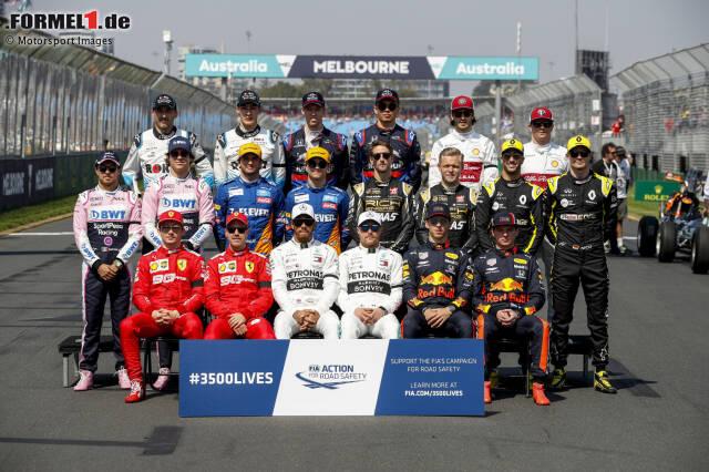 Melbourne, 17. März 2019: Die 20 Fahrer der Formel 1 posieren für das traditionelle Gruppenfoto vor Saisonbeginn. Genau dieses Bild gibt es schon seit Jahrzehnten. Aber wie sah die Aufnahme in früheren Jahren aus? Wir gehen auf Zeitreise durch das Archiv von Motorsport Images ...