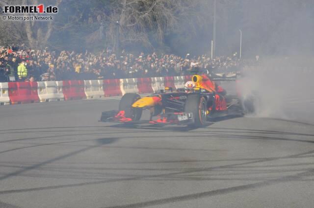 Red-Bull-Showrun in Tokio mit Pierre Gasly und Max Verstappen
