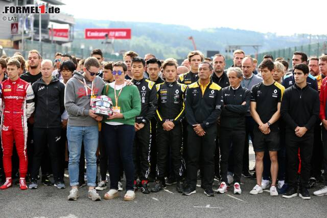 Mit einer Schweigeminute hat sich die Fahrerlager-Gemeinschaft der Formel 1 und ihrer Nachwuchsserien in Spa-Francorchamps vom verstorbenen Anthoine Hubert verabschiedet.