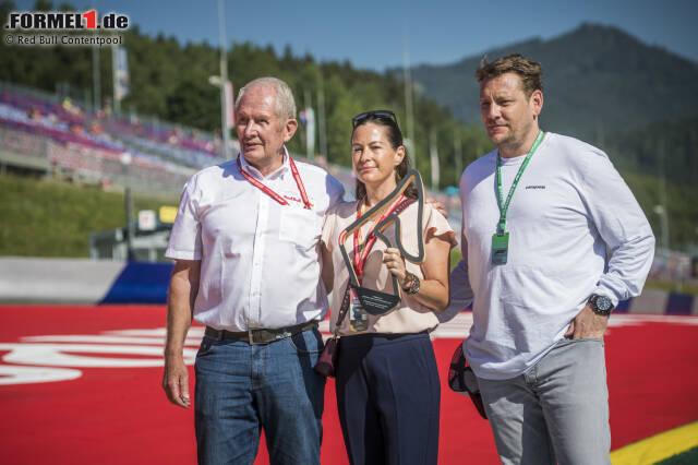 """Die Familie Lauda, Witwe Birgit und Sohn Lukas, hat am Rennsonntag in Spielberg symbolisch einen Ehrenpokal für die neue """"Niki-Lauda-Kurve"""" entgegengenommen."""