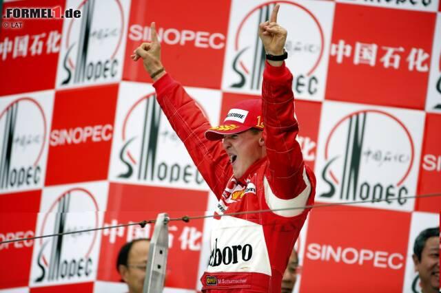 """Meiste Siege: Mit 91 Siegen ist Michael Schumacher noch immer der erfolgreichste Fahrer der Geschichte. Doch Achtung: Lewis Hamilton steht bereits bei 73 Erfolgen. Da die Saison über 21 Rennen geht, könnte er """"Schumi"""" ganz theoretisch überholen. Dafür bräuchte er allerdings mindestens 19 Saisonsiege - was ebenfalls ein neuer Rekord wäre."""