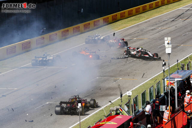 Der Re-Start-Crash beim Toskana-Grand-Prix 2020 in Mugello: Mehrere Fahrzeuge verunfallen auf der Zielgeraden, vier Fahrer sind auf der Stelle raus!