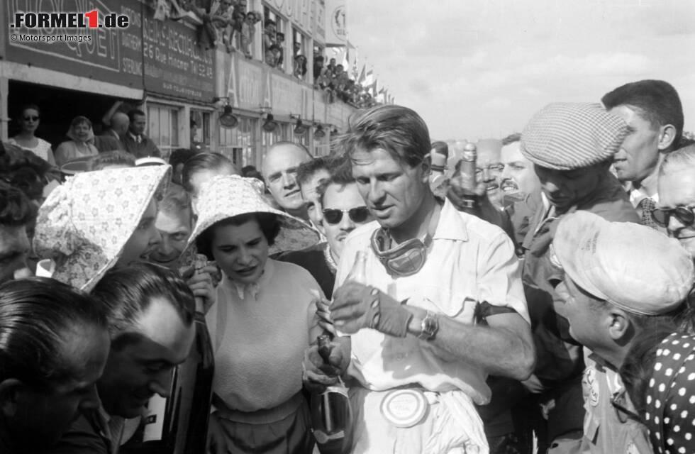 Peter Collins ist der vielleicht selbstloseste Formel-1-Fahrer: 1956 überlässt er Ferrari-Teamkollege Juan Manuel Fangio beim Finale sein Auto, obwohl Collins selbst noch Titelchancen hat!