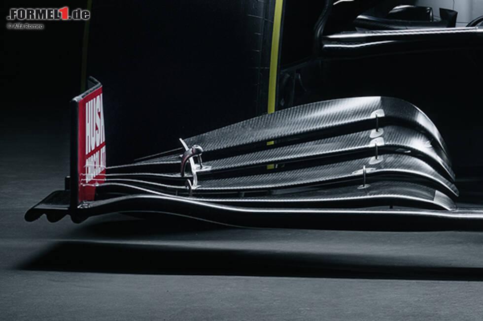 Alfa Romeo hat sein aggressives Frontflügeldesign beibehalten: Die einzelnen Flaps neigen sich hin zur Endplatte bis fast auf die Basisebene des Frontflügels herunter. Änderungen im Detail gibt es am Hauptprofil, womit das Team mehr Luft unter den Flügel kriegen will.