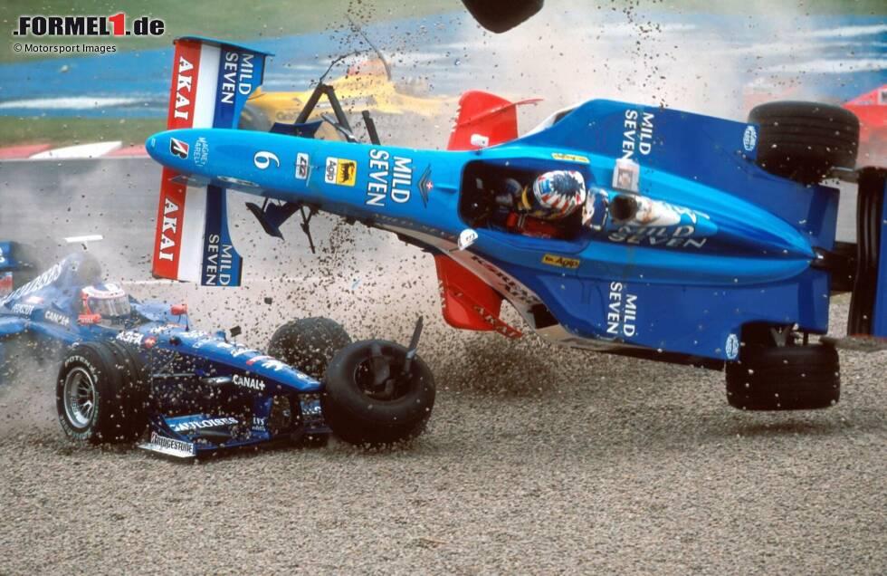 Hoch hinaus will jeder Fahrer in der Formel 1. Und manchmal führt das auch buchstäblich dazu, dass einige Formel-1-Fahrer - eher unfreiwillig - abheben. Wir zeigen ausgewählte Szenen mit fliegenden Grand-Prix-Autos aus den vergangenen Jahrzehnten!