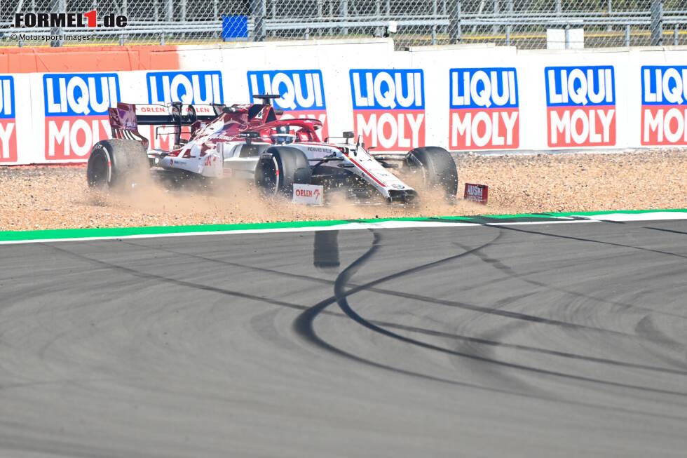 """Kimi Räikkönen (5): Zum zweiten Mal in Folge die einzige 5, das tut weh! Ob der """"Iceman"""" in der Möhre wirklich Spaß hat, darf langsam bezweifelt werden. Das Duell gegen Giovinazzi verliert er in Silverstone deutlich, dazu ein Abflug im Training und der zerstörte Frontflügel im Rennen. Wie lange tut er sich das noch an?"""